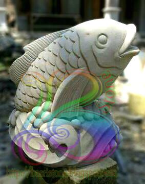 Patung ikan air mancur