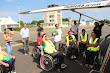 3-PARACHUTISME STAGE HANDI ASM OMNISPORTS Brief des stagiaires devant le Caravan 4août2013