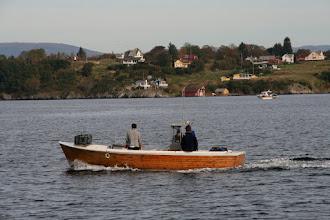 Photo: Lokale fiskere, Lerøy i bakgrunnen