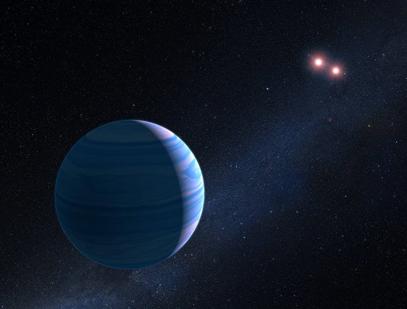 ilustração de um gigante gasoso em órbita de um par de anãs vermelhas