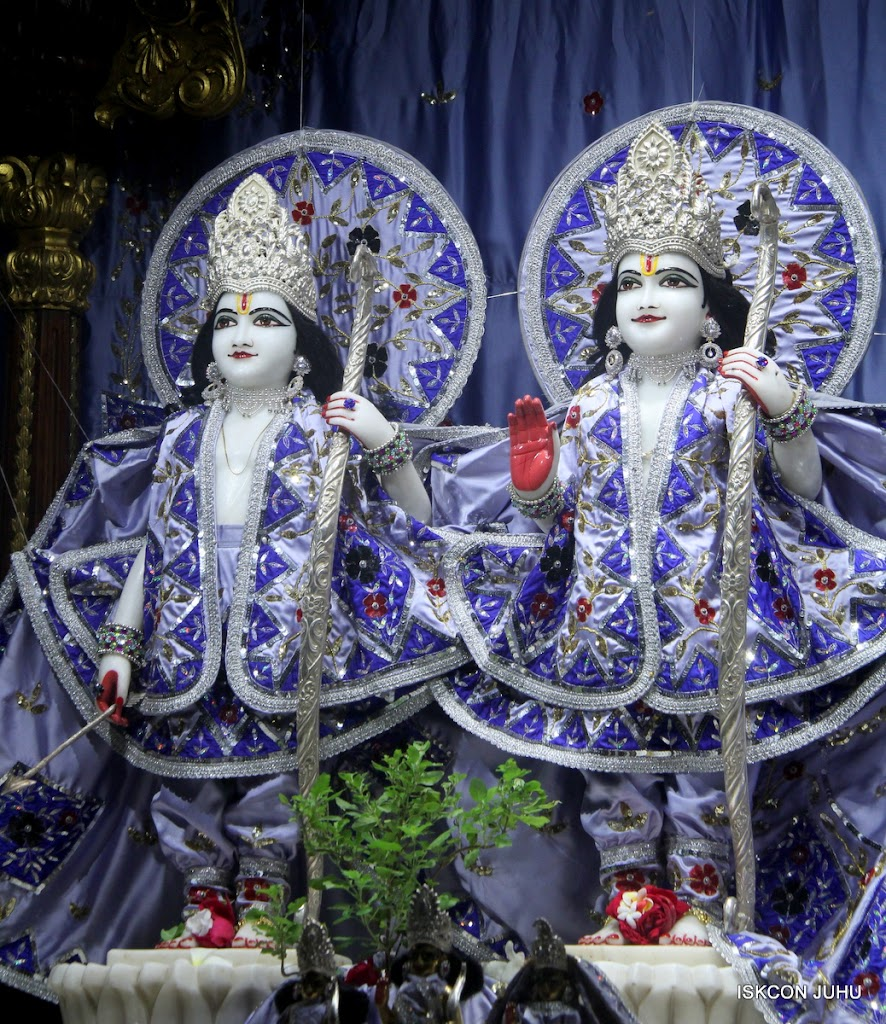 ISKCON Juhu Mangal Deity Darshan on 7th July 2016 (2)