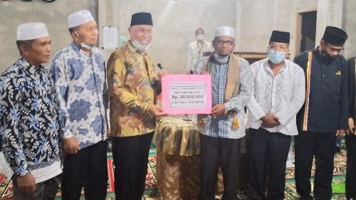 Lakukan Safari Ramadan, Gubernur Sumbar Serahkan Bantuan Pembangunan Masjid