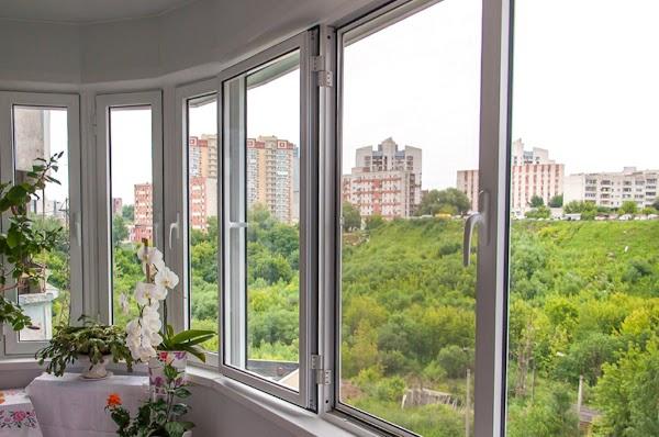 Чем лучше застеклить балкон  Русские балконы в Брянске