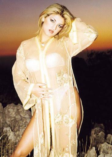 Arab Model Nina Alrahbani standing