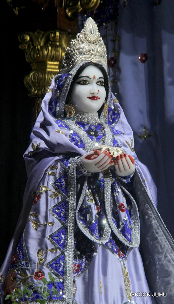 ISKCON Juhu Mangal Deity Darshan on 7th July 2016 (15)
