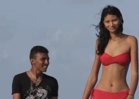 世界一背の高い女の子だけど愛さえあれば45cmの身長差なんて関係ないよねっ(動画あり)