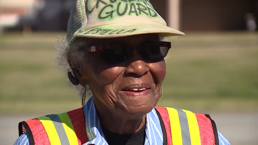 94-year-old crossing guard helps students in South Carolina