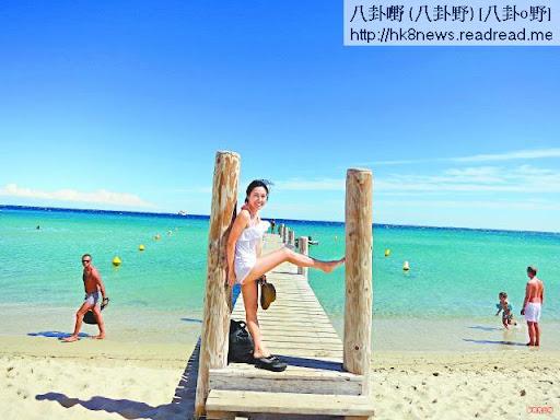 李詩韻在法國享受陽光海灘,無拘無束連擺甫士都大膽過人。