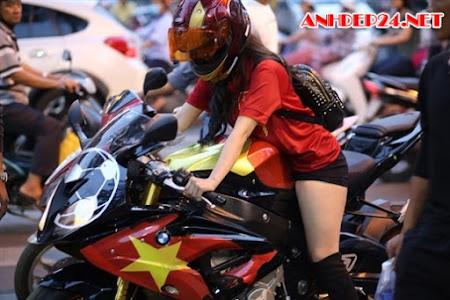 Tường Vy nữ biker Việt xinh đẹp