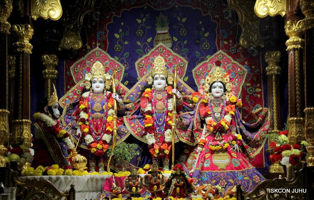 ISKCON Juhu Sringar Deity Darshan 20 Jan 2017 (19)