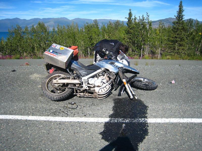 Hang loat xe moto cua BMW bi gay chang ba - 6