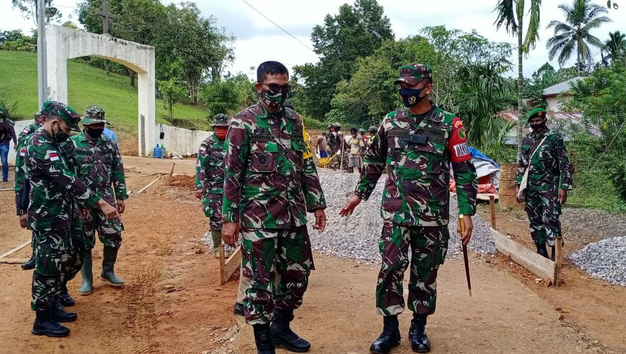 Tim Wasev Mabes TNI AD Kunjungi Lokasi TMMD 109 Kodim 1711 di Kampung Kakuna
