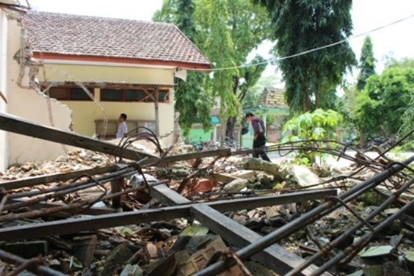 berita foto video sinar ngawi terbaru dan terkini: Sakri, Sekdin Dispendukcapil Ngawi Dijebloskan di BUI