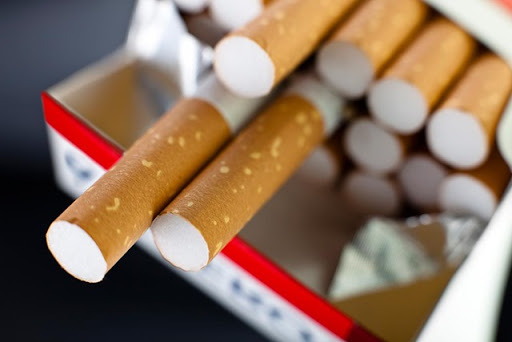 cigarettes thumb%25255B2%25255D - 【健康/禁煙】飲食店の原則禁煙法案改正が議論を呼んでいるようです。バーは例外?ラーメン屋は原則禁煙?