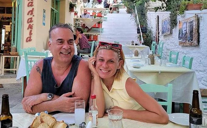 Κατερίνα Καραβάτου: Διακοπές στην Άνδρο με τον Φώτη Σεργουλόπουλο