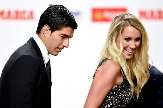 Suarez nhận giày vàng, sẵn sàng cho trận gặp Real