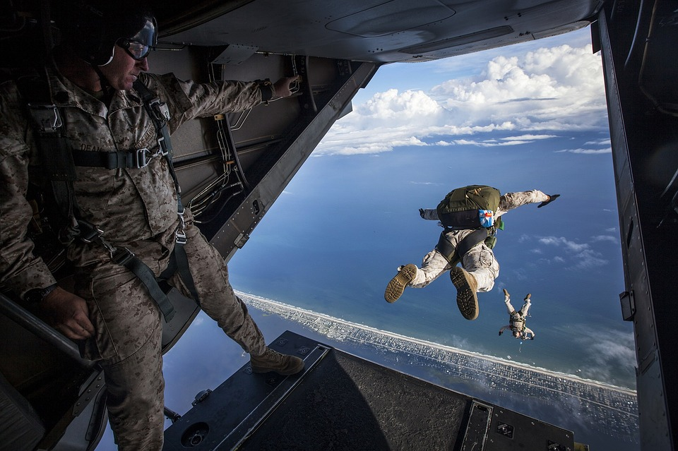 Nhảy dù từ trên trời