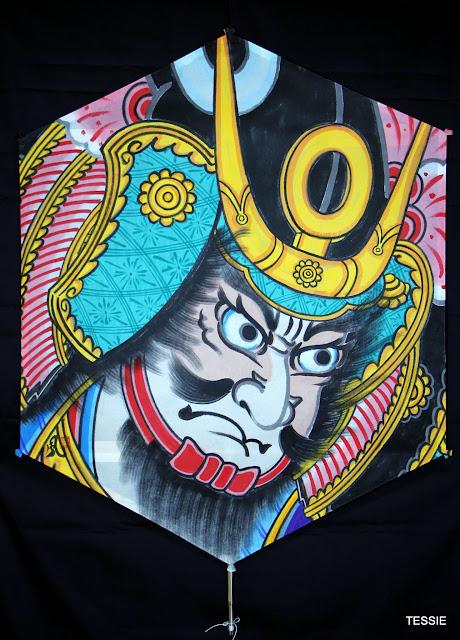 Като Киёмаса, шестиугольный змей (роккаку), 120х90 см_Рисунок Кадзама Масао_Каркас Эндо Хироми.JPG