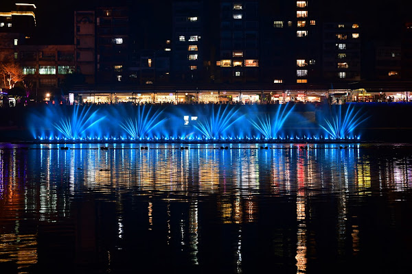 今年碧潭水舞6大精彩必看之優雅柔美的水煙花。