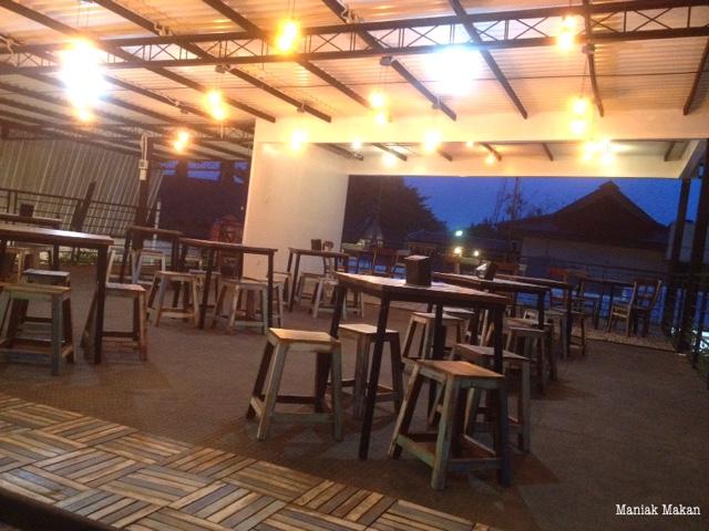 maniak-makan-euphoria-cafe-solo-dining-area-2ndfloor