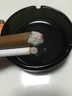 偽タバコと偽葉巻の火は本物のようです。