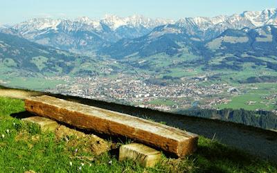 Vom Mittag zum Bärenköpfle Ruhebank Blick Sonthofen Allgäuer Berge