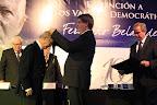 """Imposición de la Distinción a los Valores Democráticos """"Fernando Belaunde Terry"""" al señor Carlos Pestana Zevallos, fundador del partido Acción Popular."""