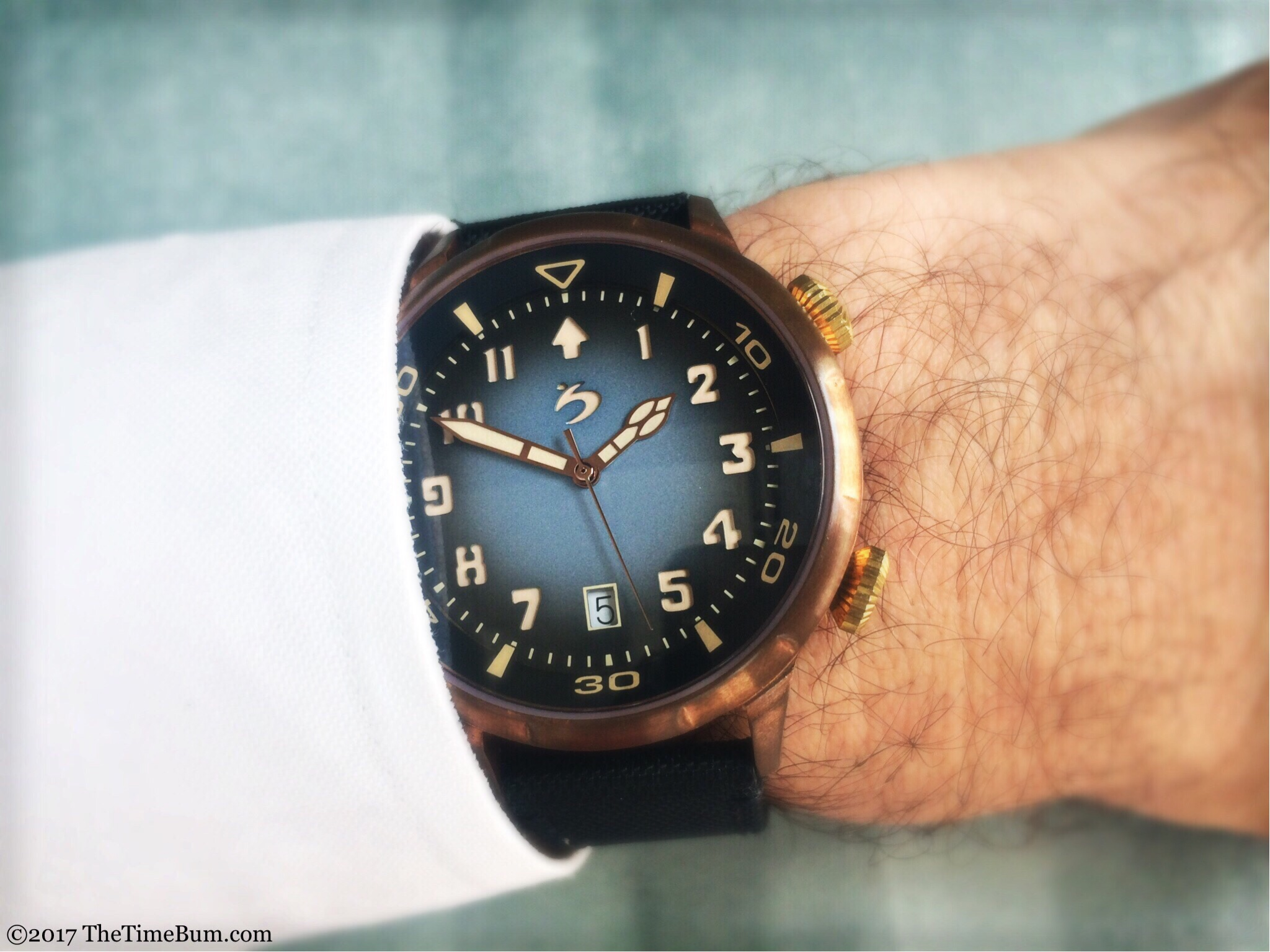 Scuro Bronzo blue wrist shot