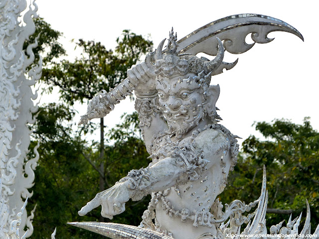 guardin-templo-blanco-chiang-rai.JPG