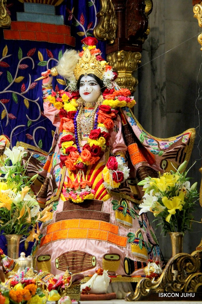 ISKCON Juhu Sringar Deity Darshan 10 Jan 2017 (76)