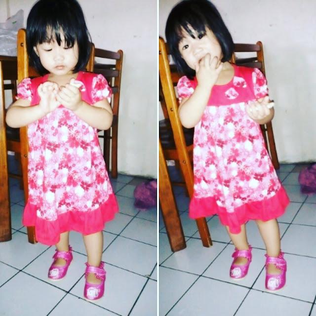Baju Merah Kasut Pink