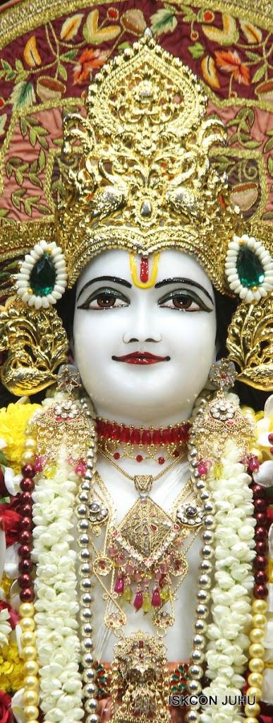 ISKCON Juhu Sringar Deity Darshan on 30th May 2016 (26)