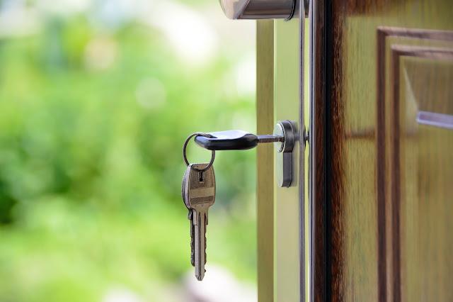Czy każda szafeczka na klucze nadaje się do Twojego typu działalności? Sprawdź jaki typ szafki na klucze potrzebujesz.