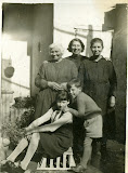 1937 - maddalena sutti, francesca pistarino in sutti, mariuccia e egidio fogliacco, nonna paterna pinu u sendic, in via cavalchini a casa d michei il fra