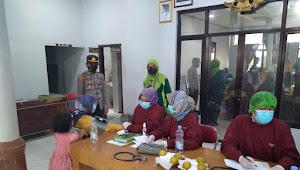 Kapolsek Binong Iptu Edi Juhedi Spdi,M.M Monitoring Vaksin di Desa Kediri