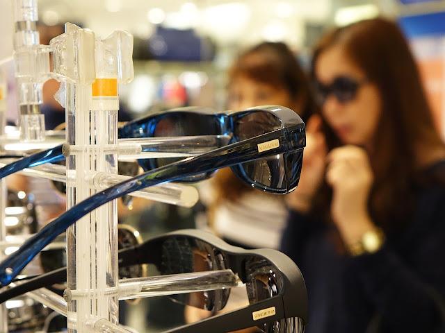 Tips memilih model kacamata wanita sesuai wajah yang kecil 1b53112d38