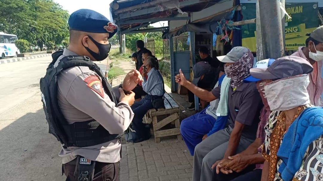 Cegah Covid 19, Sat Brimob Polda Jabar Berikan Pemahaman Kepada Buruh Bangunan Di Tanjungpura