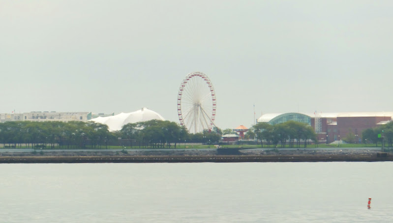 Navy Pier desde North Beach sobre el Lago Michigan, Chicago