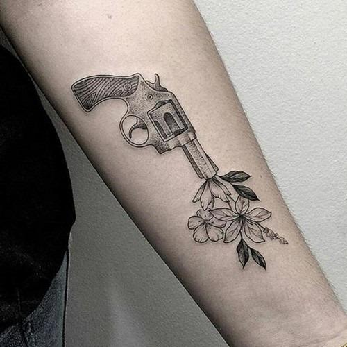esta_inspiraço_disparo_de_arma_de_flores_tatuagem