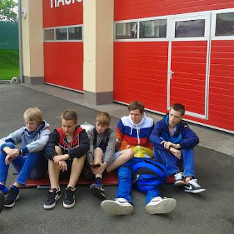 Před hasičskou stanicí