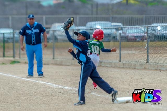 Juni 28, 2015. Baseball Kids 5-6 aña. Hurricans vs White Shark. 2-1. - basball%2BHurricanes%2Bvs%2BWhite%2BShark%2B2-1-35.jpg