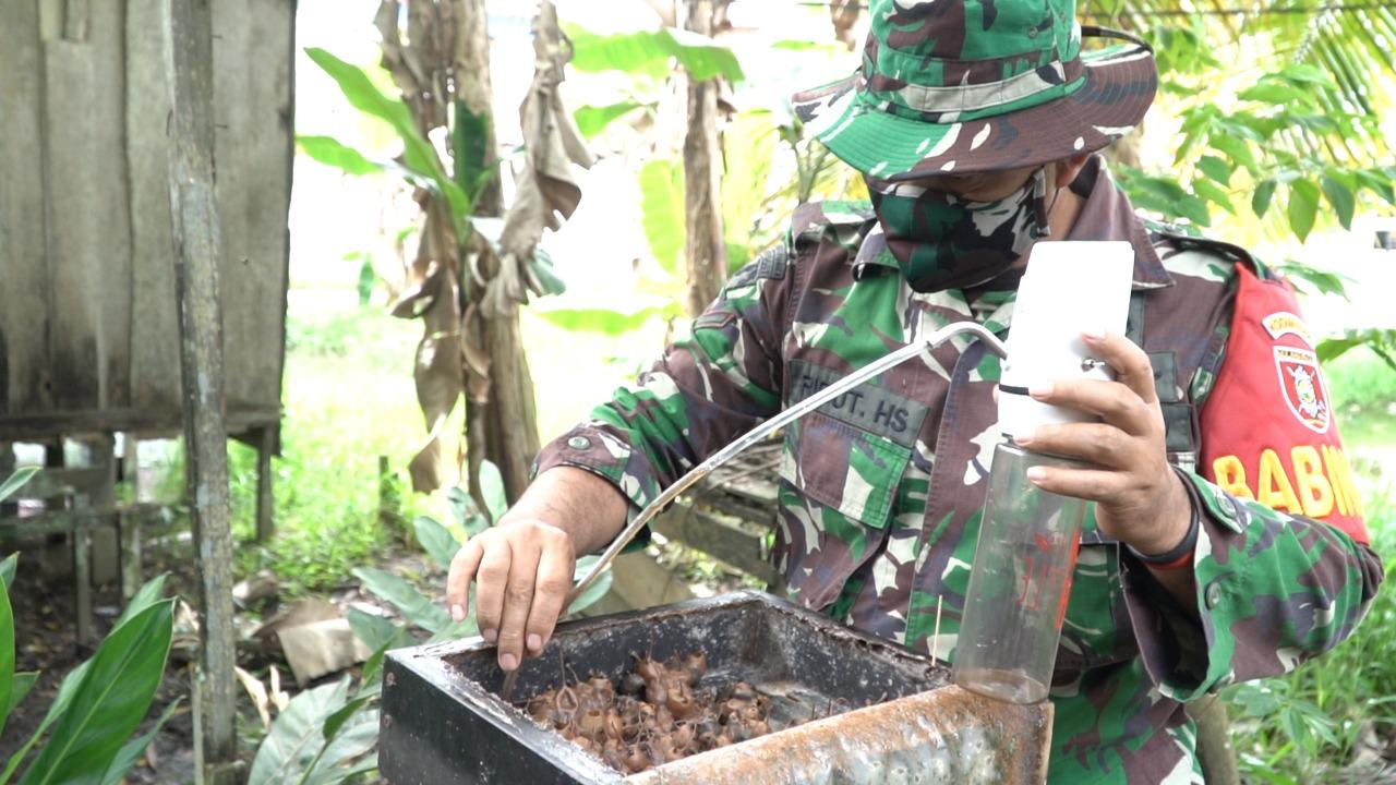 Babinsa Kodim 0906/Tenggarong Kembangkan Madu Kelulut di Masa Pandemi