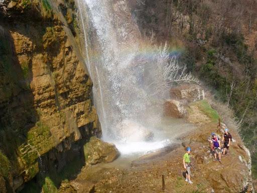 Au pied de la cascade de l'Oule