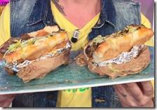 Hot dog di costine di maiale, ketchup di carote e salsa verde