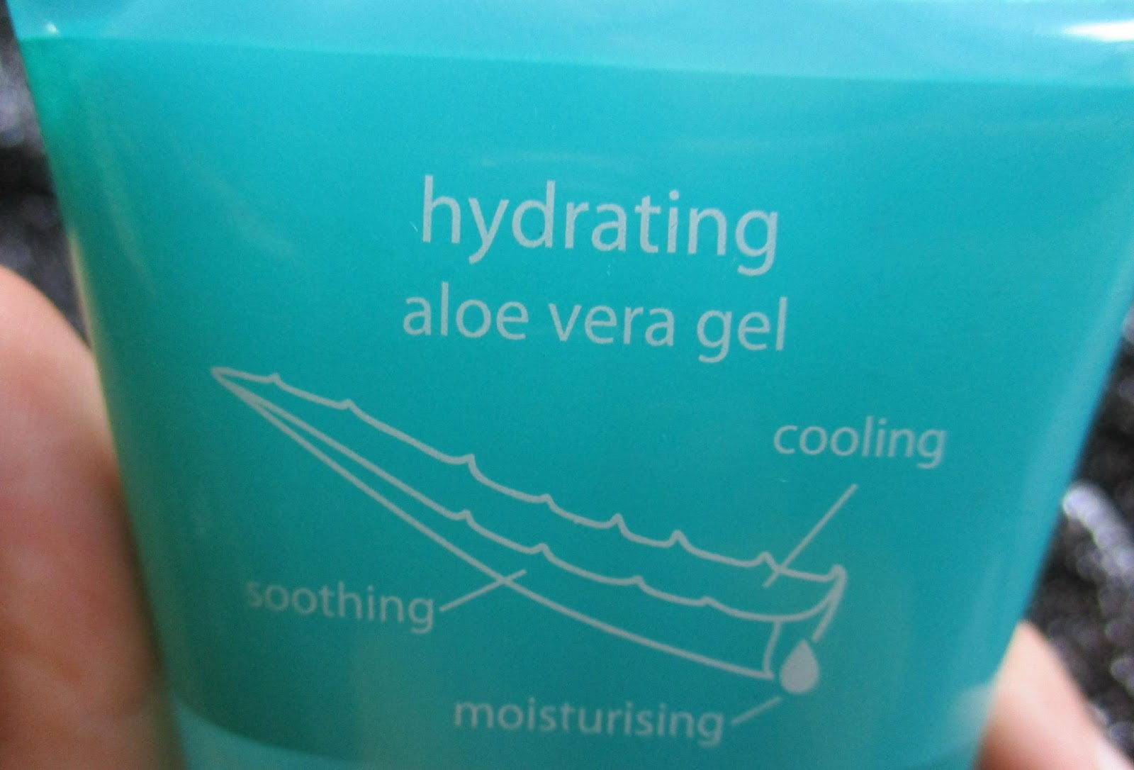 Ranis Latter Wardah Hydrating Aloe Vera Gel REVIEW