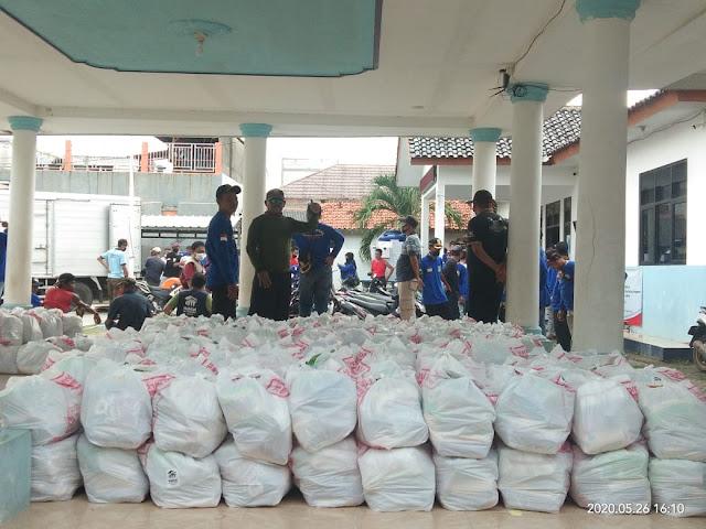 Yayasan Habitat For Humanity Indonesia  berikan bantuan paket sembako ke desa Kedung Pengawas