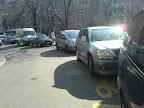 Contresens cyclable de la rue de l'Hôtel de Ville « Une file ininterrompue de voitures ! Photo : Florian