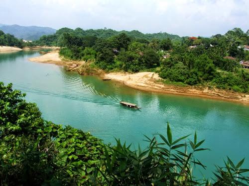 Beautiful blue-water lake lalakhan