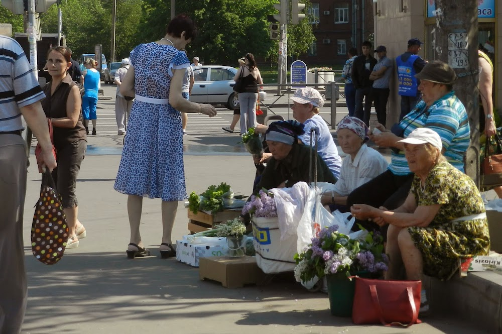old ladies selling flowers next to the Metro station