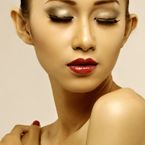MEREM by Mas Irvan - People Fashion ( model, fashion, cindy, handshakes )